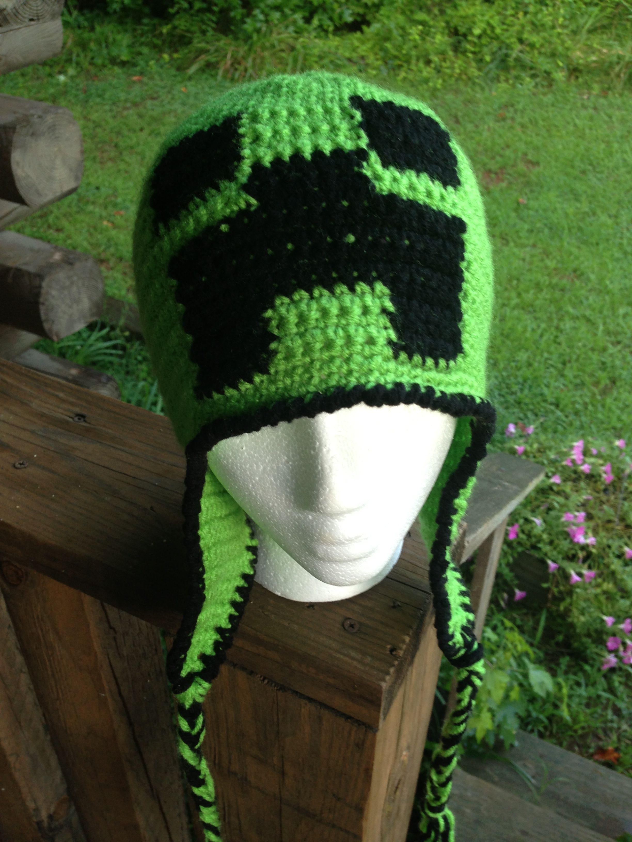 d77e62b1facbc A crochet version of the Minecraft Creeper hat. A free pattern. It s quick  and easy.