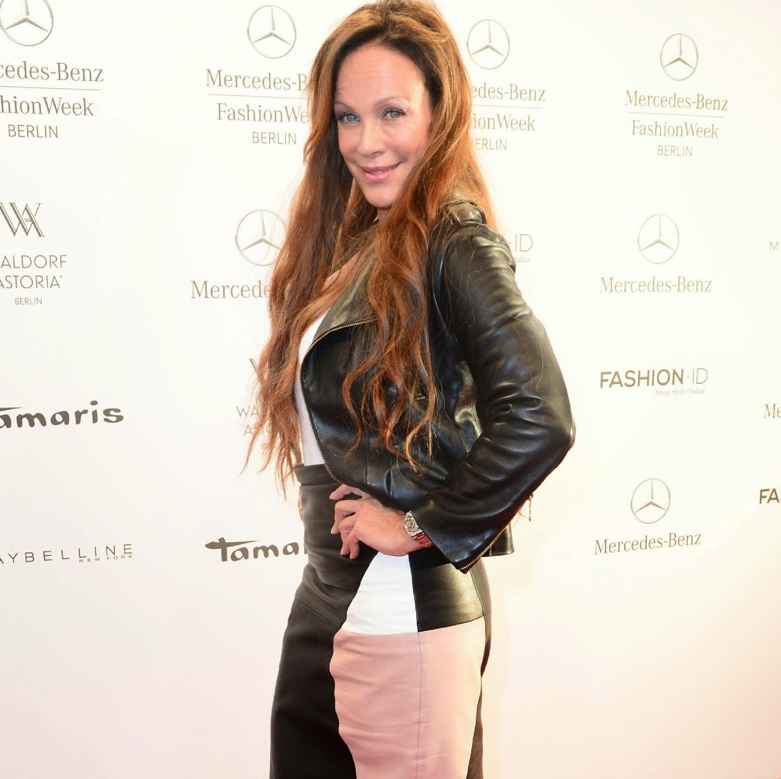 Celebrities In Leather: Sonja Kirchberger looks hot in leather skirt and j.