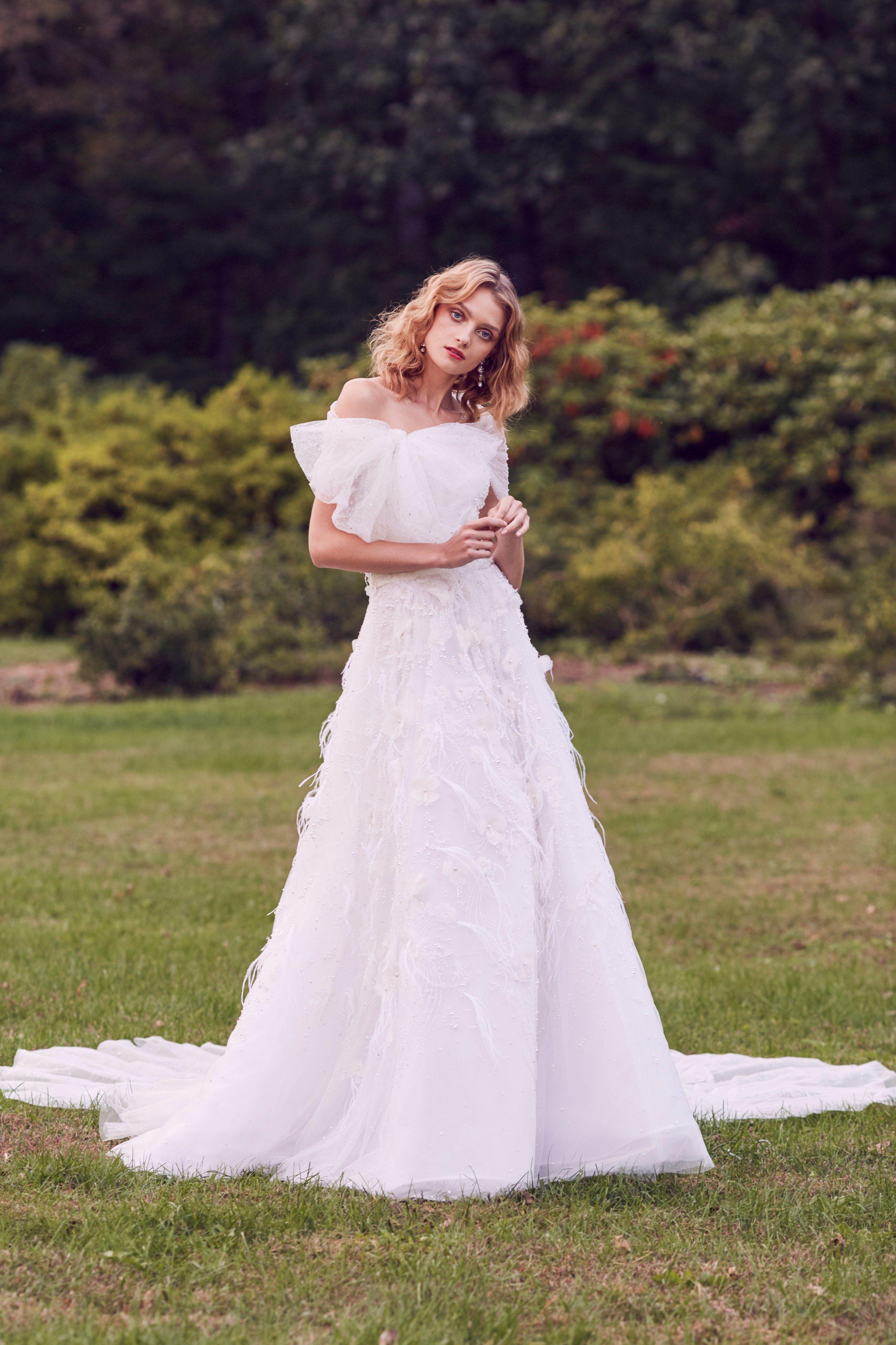 Marchesa bridal fall fashion show in w e d d i n g