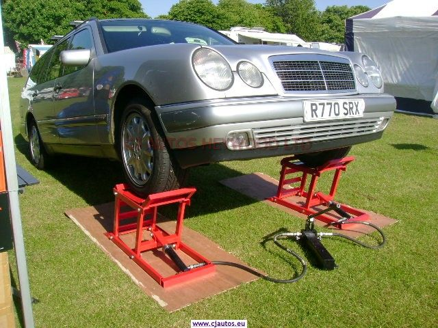 Hydraulic car ramps garage equipment for the classic car for Garage auto galon