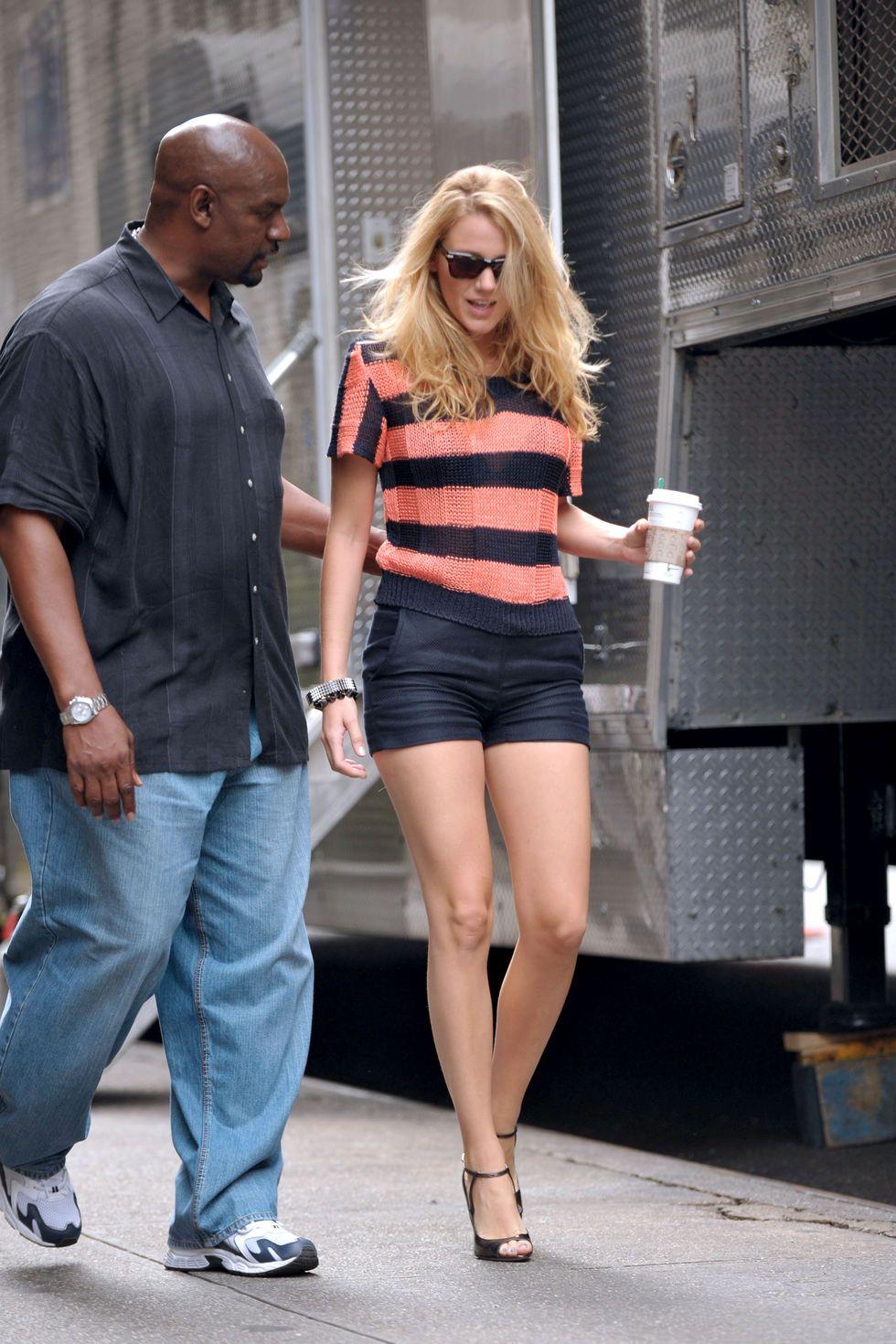 blake-lively-leggy-candids-on-the-gossip-girl-set-in-new-york-01 ... 708dd60934f54