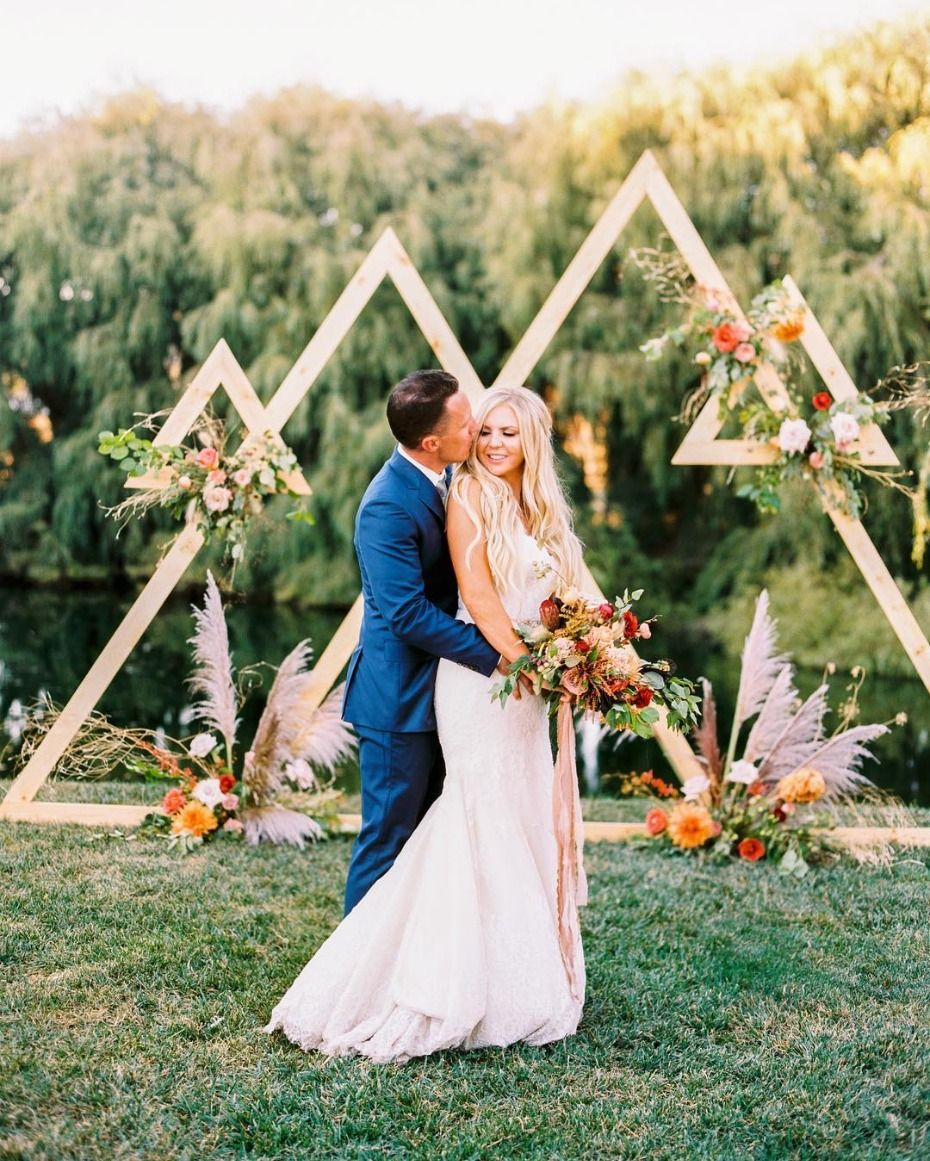 Modern Wedding Backdrop Ideas: 15 Wedding Ceremony Backdrops That Get All The Likes