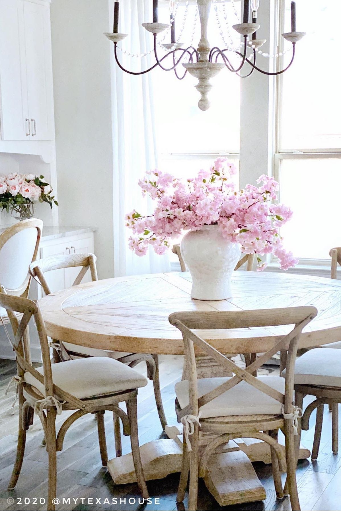 Coastal Dining Room Decor With Pink Cherry Blossoms Coastal Dining Room Decor Tulip Decor Decor