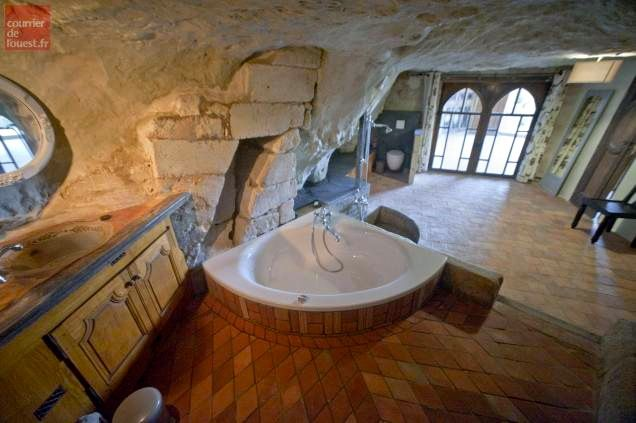Quoi De Plus Original Que De Dormir Dans Un Gite Troglodyte La Troglo A Plumes Gite Loire Hotel