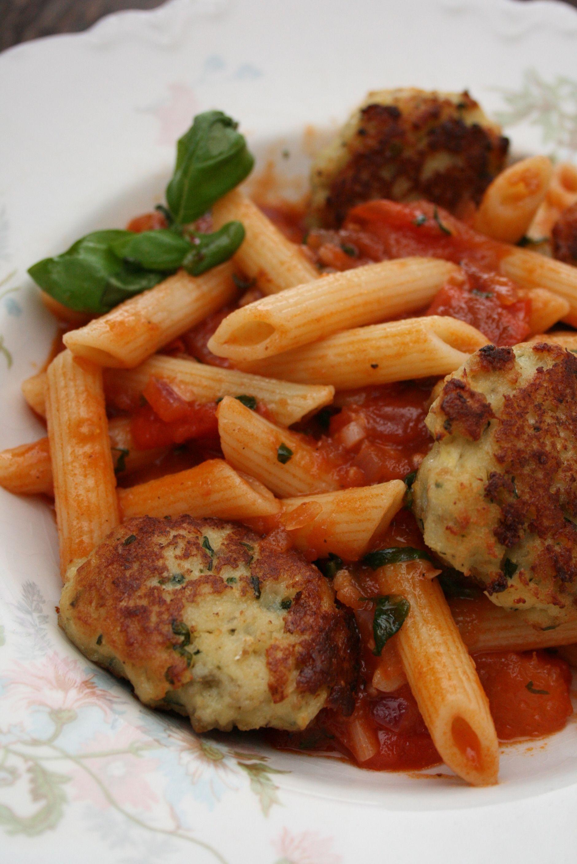 Italienske Fiskeboller Med Pasta Og Tomatsaus Tomatsaus Mat Og