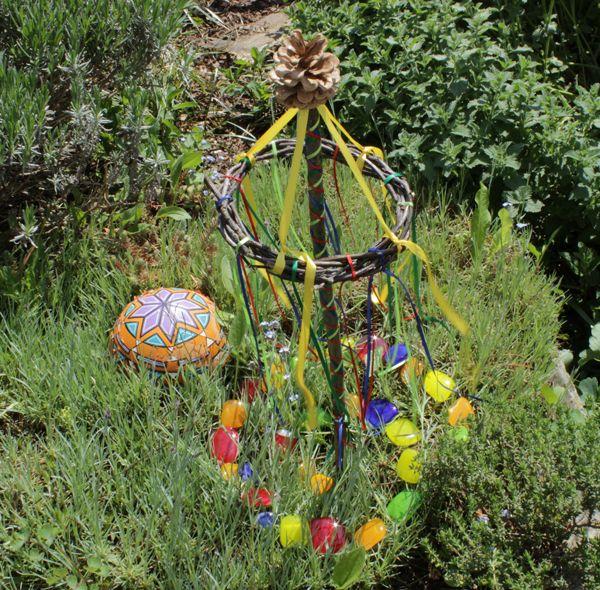 Mini Maibaum für den Garten - miniture may pole ~ Beltane - kugeln fur garten