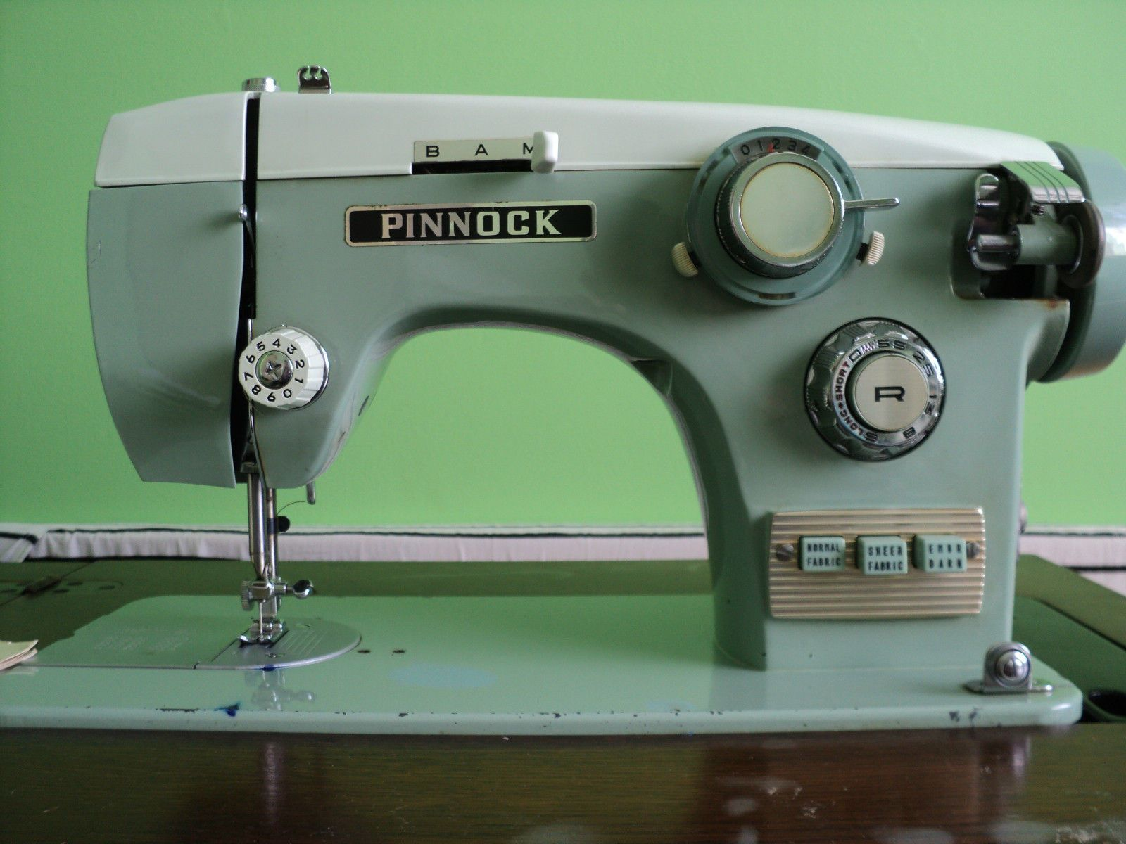 Pinnock Sewing Machine In Cabinet Patchwork And Craft