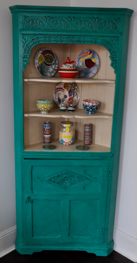 One of my furniture make-over or how to bring some colour into a room and offer a second life to an old fashion piece of furniture.