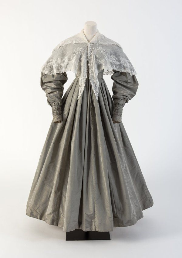 1830s - Grey silk dress&whitework collar