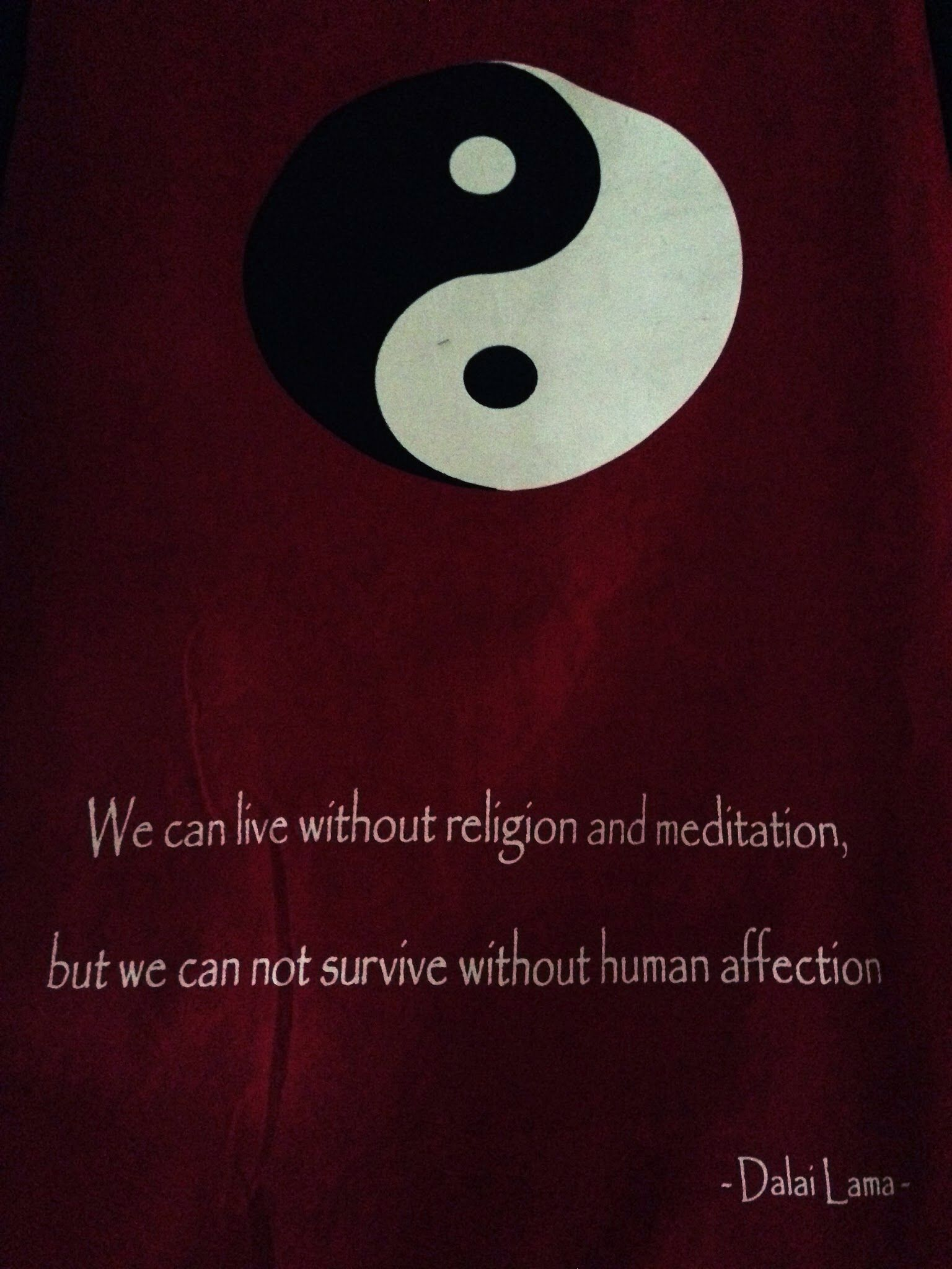 Dalaï Lama - Citation Nous pouvons vivre sans religion et méditation, mais nous ne pouvons survivre sans affection humaine.  We can live without religion and meditation, but we can not survive without human affection.