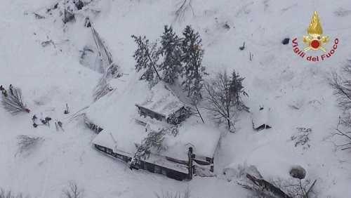 Muchos muertos en un hotel por una avalancha tras terremotos en Italia