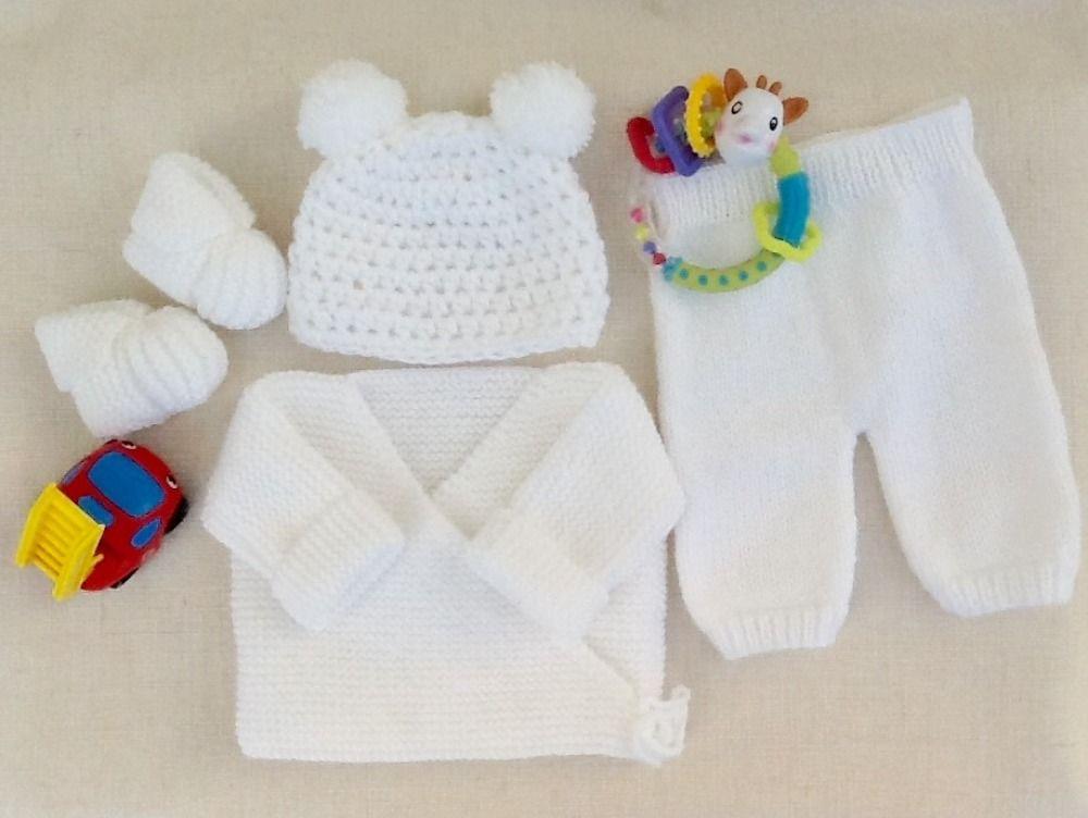 2f112628cb334 Ensemble bébé brassière bonnet chaussons et pantalon
