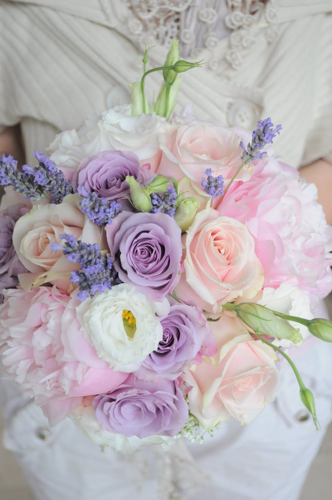 Pink bouquets for beautiful brides pastels pastel for Pastel colored flower arrangements