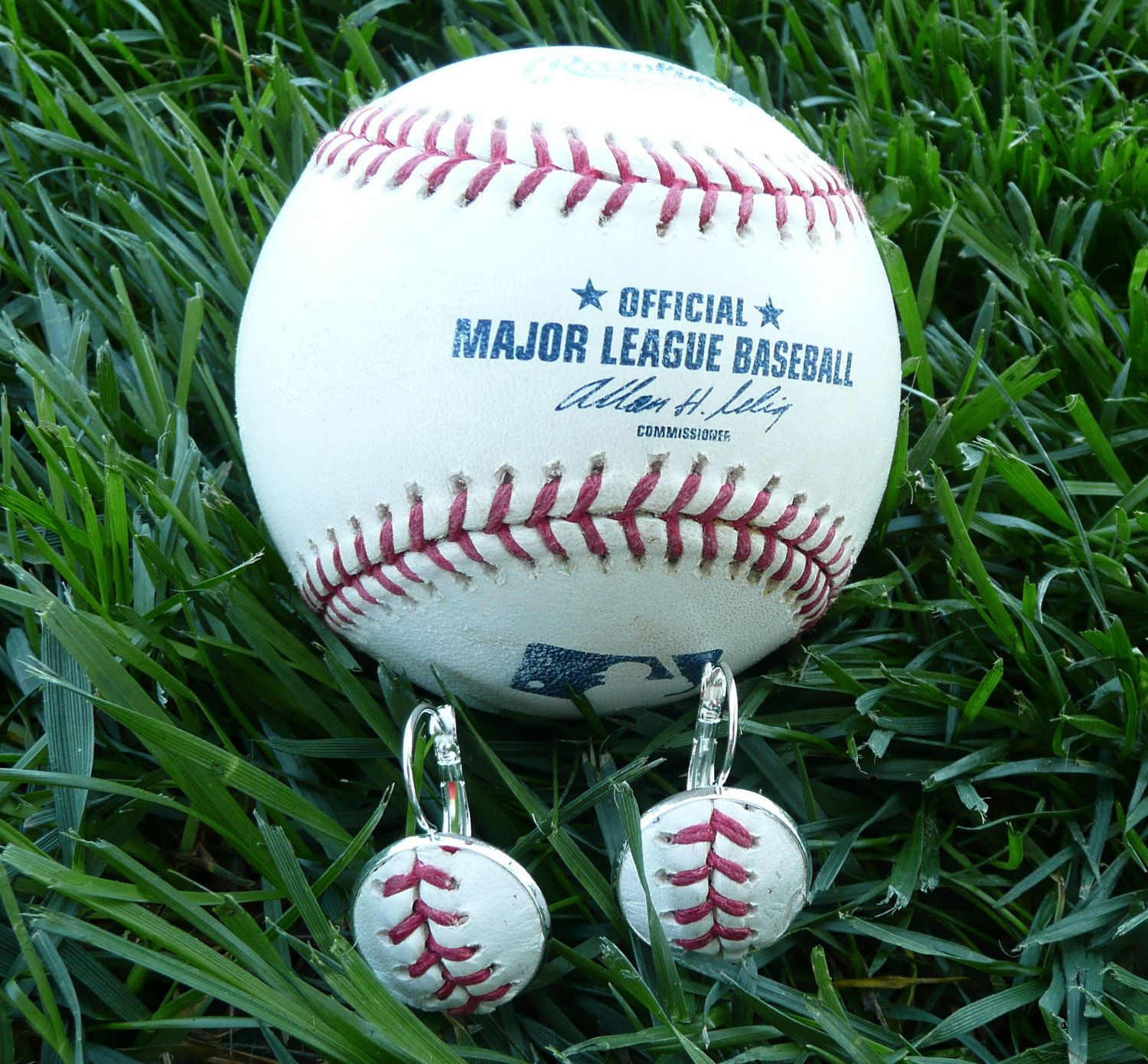 Cincinnati Reds Game Used Authentic Mlb Baseball Earrings Baseball Earrings Mlb Baseball Baseball Game Outfits