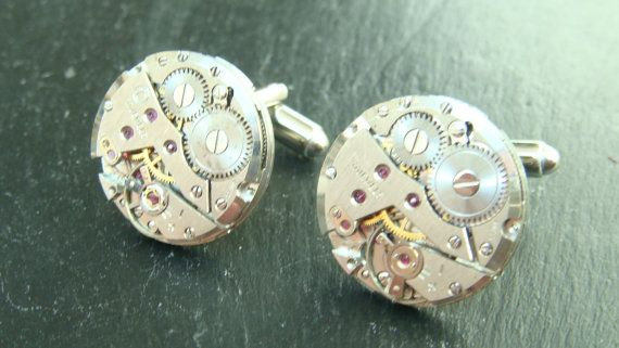 This is a listing for 5 pairs of  vintage Steampunk Watch Movement Cufflinks, you can choose between, oval, round or rectangular silvertone movements.    I have added a few photos to show the different types of cufflinks i have available, upon purchase please state if you would prefer round, oval or rectangular movements or a mix.    The cufflinks will be sent out in a small gift box and if required gift wrapping is available at no extra cost.    The photos I have taken of these cufflinks…