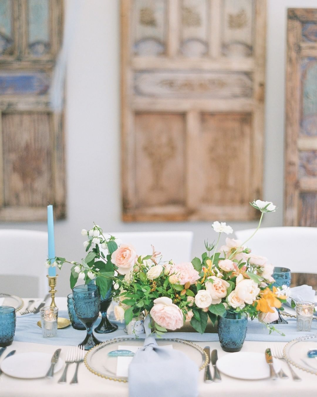 centerpieces for a beach wedding    Wedding styling and planning  thewhiteprojectwedding