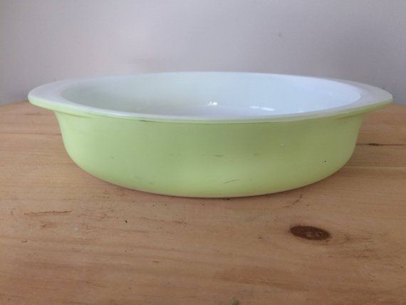 Vintage Lime Chartreuse Green Pyrex Baking Dish 8 Inch Round Shallow Cake Pan Casserole 221