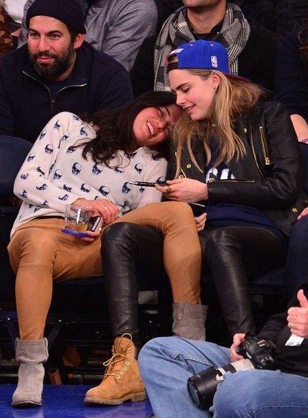Miley cyrus cara delevingne dating who