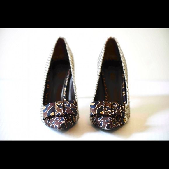 I just added this to my closet on Poshmark: Tory Burch Cleo Pump - 7.5M. Price: $99 Size: 7.5