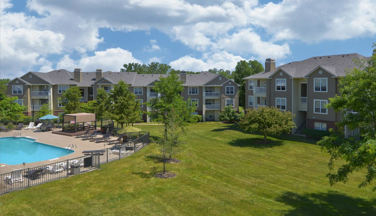 If You Are Looking To Rent Apartments In Upper Arlington Then River Oaks Is The Perfect Place For You J Arlington Apartments Missouri City Apartments For Rent