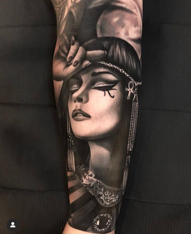 Black Danube Ink On Instagram Cleopatra Tattoo Done By Blackdanubeink Artist Philhaastattoos Cheyennetattoo Cleopatra Tattoo Egyptian Tattoo Egypt Tattoo