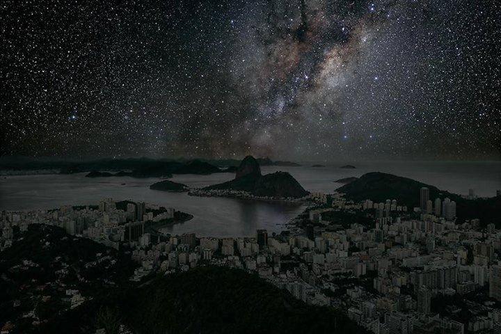 Assim seria o céu do Rio de Janeiro sem poluição nem luzes.✳