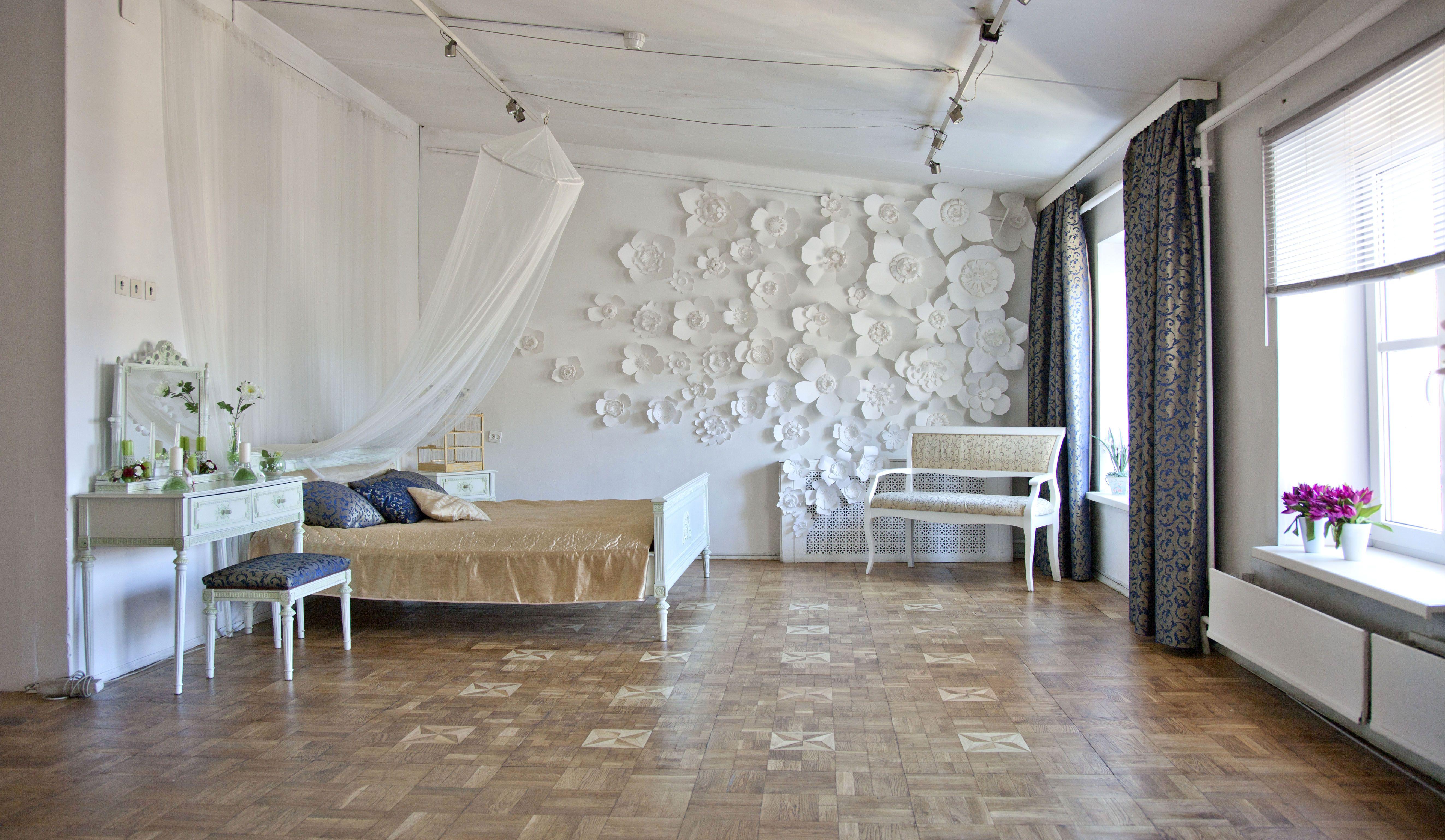 знаменитости говорят аренда фотостудии на сутки спб белая кровать
