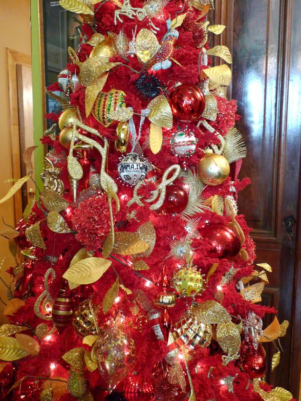 Flashy And Dramatic, This Red And Gold Christmas Tree Incorporates Musical  Symbols And The Familyu0027s Treasured Ukranian Ornaments To Become The Focal  Point ...