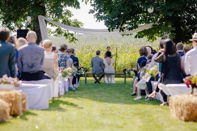 Freie trauung im garten haus am bauernsee locations in or near berlin in 2019 boho - Hochzeitsfeier im garten ...