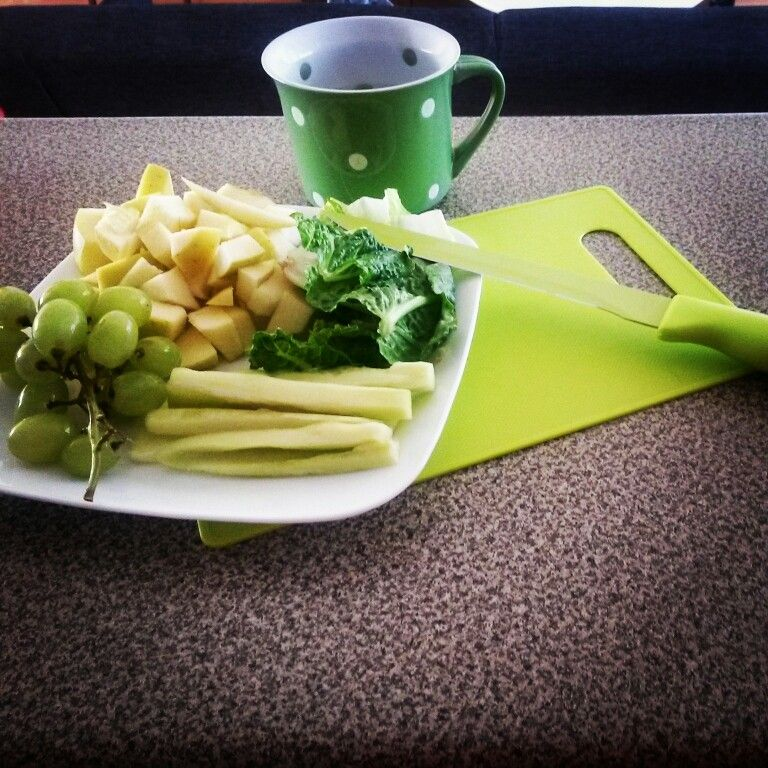 Day 1... 30 day green juice challenge.   1 apple 1 cup lettuce 1/2 cucumber 1 cup grapes  1/2  cup water