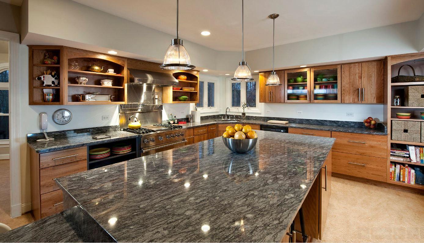 Granit besteht aus ineinandergreifenden Mineralkristallen; wobei die ...
