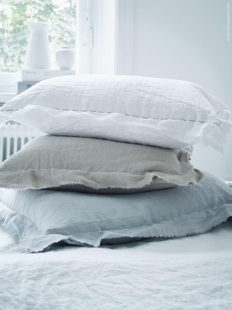 av metervaran aina har vi sytt kuddfodral i gr tt beige. Black Bedroom Furniture Sets. Home Design Ideas