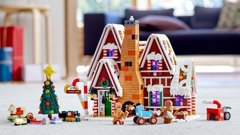 Explore beautiful work of art LEGO Gingerbread House