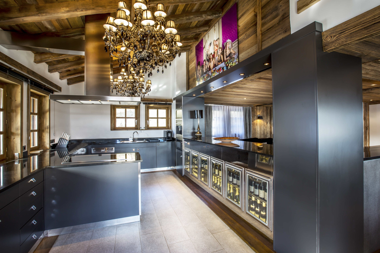 Kitchen ikhome cuisine chalet de luxe luxury chalet megeve jaillet rental chalet wine - Cuisine chalet montagne ...