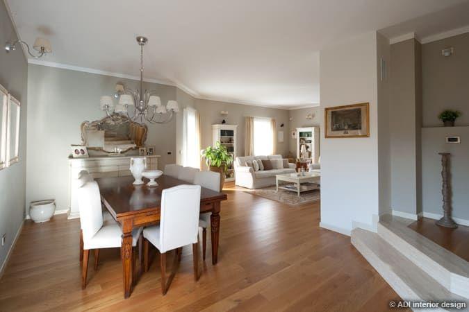 Photo of Casa raffinata sala da pranzo in stile classico di adi arredamenti classico legno effetto legno | homify
