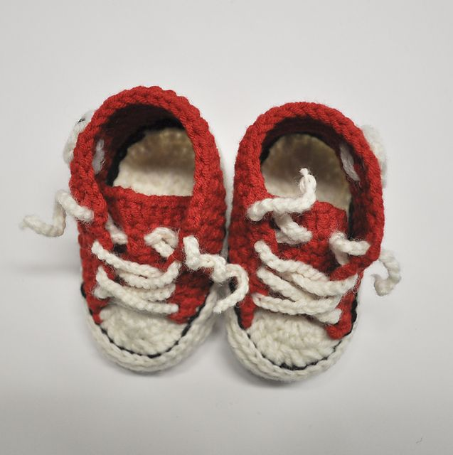 Ravelry  Project Gallery for Crochet Baby Converse pattern by Suzanne Resaul 37d61c6dc