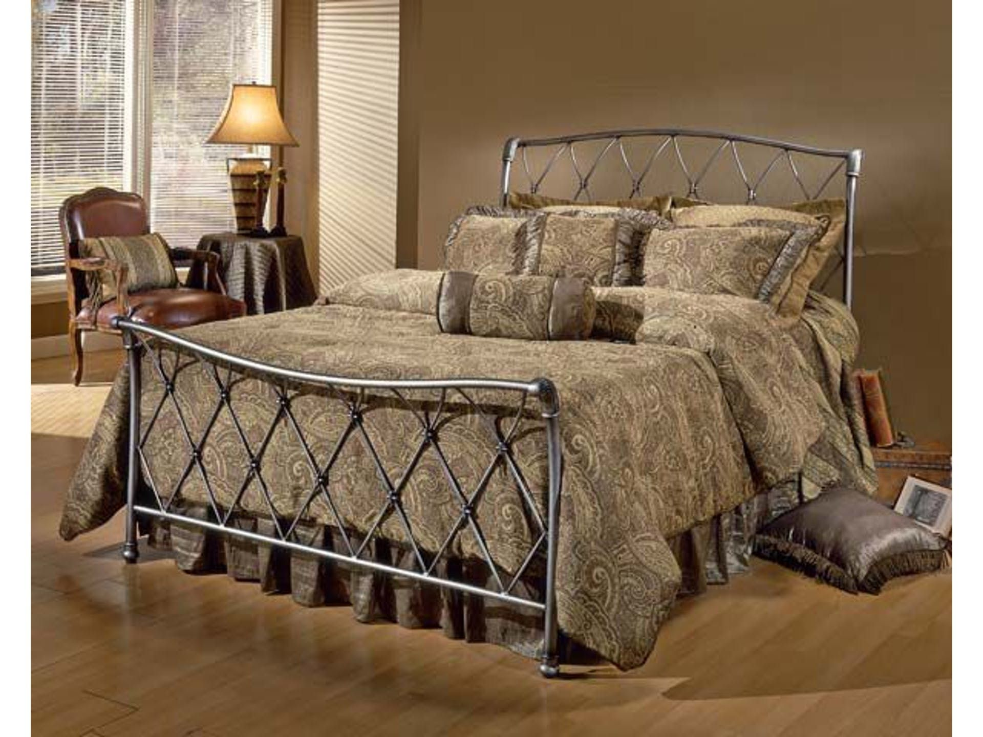 Hillsdale furniture silverton bed set queen rails not included