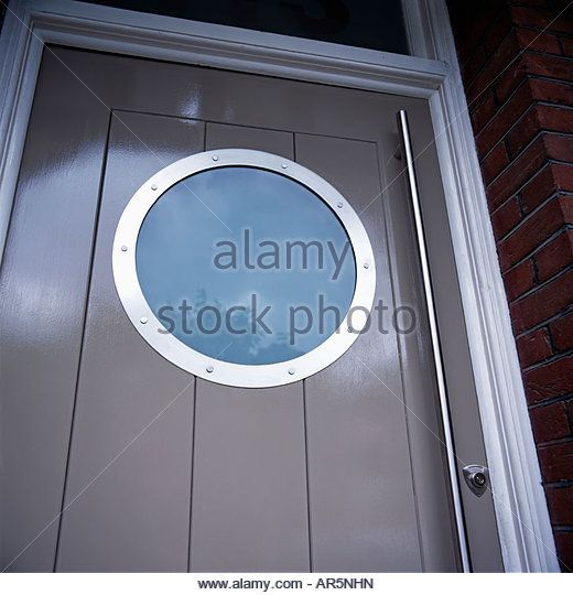 Charmant Close Up Of Circular Porthole Window In Modern Grey Front Door   Stock Image