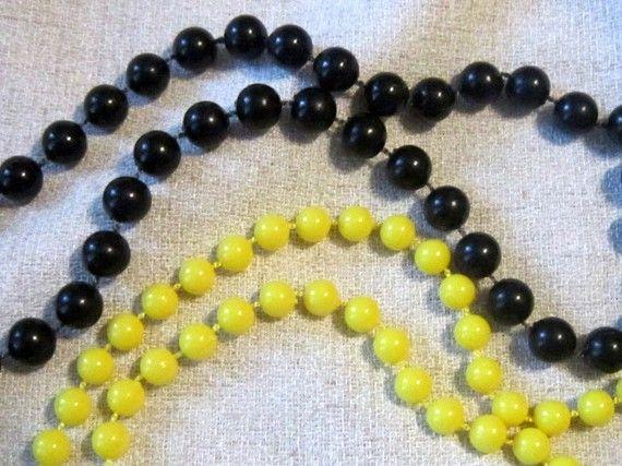 VINTAGE Yellow Bead Necklace - Black Bead Necklace - Yellow Beaded Necklace - Black Beaded Necklace - Yellow Beads - Black Beads