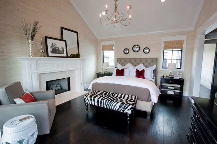 Like this room and all the textures but it really needs a more substantial light fixture something with more bling!