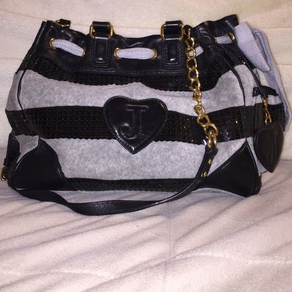 Juicy Couture bag Juicy Couture bag. Great condition! Comment if you'd like more details on measurements! Juicy Couture Bags Shoulder Bags