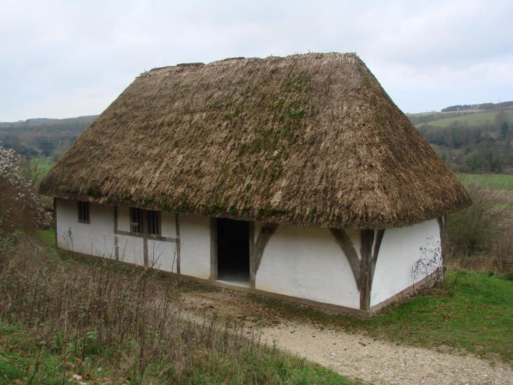 Cruck House A Wooden Frame Plastered With Wattle And