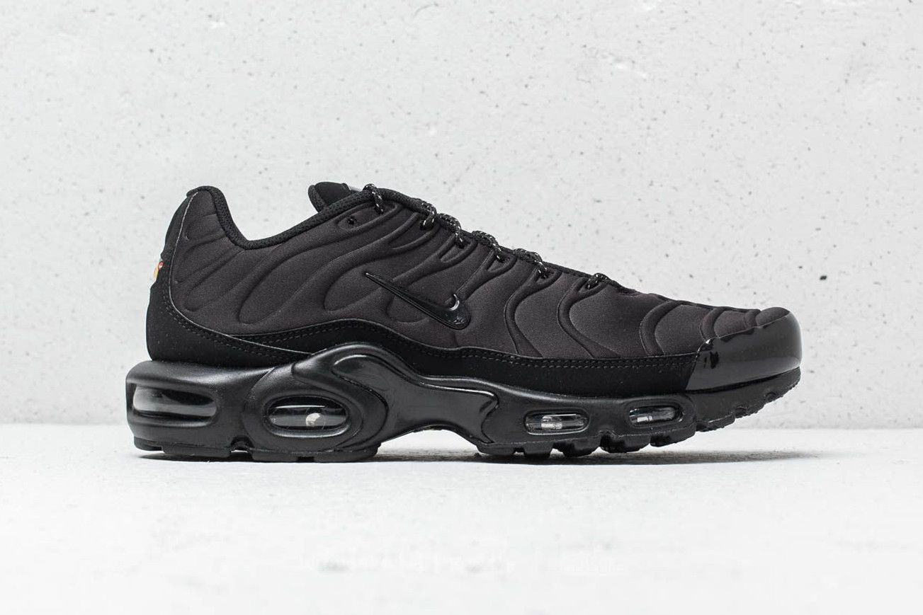 cd514bdd2a47c8 Nike Air Max Plus SE Triple Black Midnight Navy blue white premium suede  mudguard molded neoprene tuned air tn 918240002 918240401