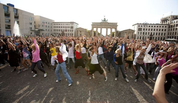 Dance in a flashmob