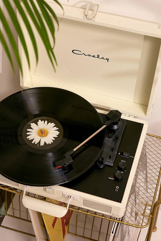 Crosley Tourne Disque Cruiser Bluetooth Creme In 2020 Vinyl Record Player Vinyl Record Art Record Wall Art