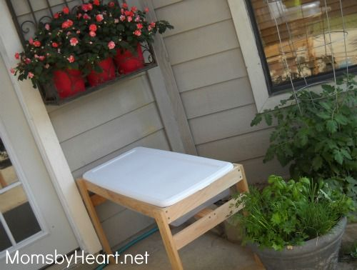 DIY Water Table/Sandbox Uses A Sterlite Container W/lid, Looks Easy