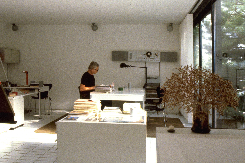 Inside Dieter Rams S Home In Kronberg Germany Dieter Rams Braun Design Room Interior