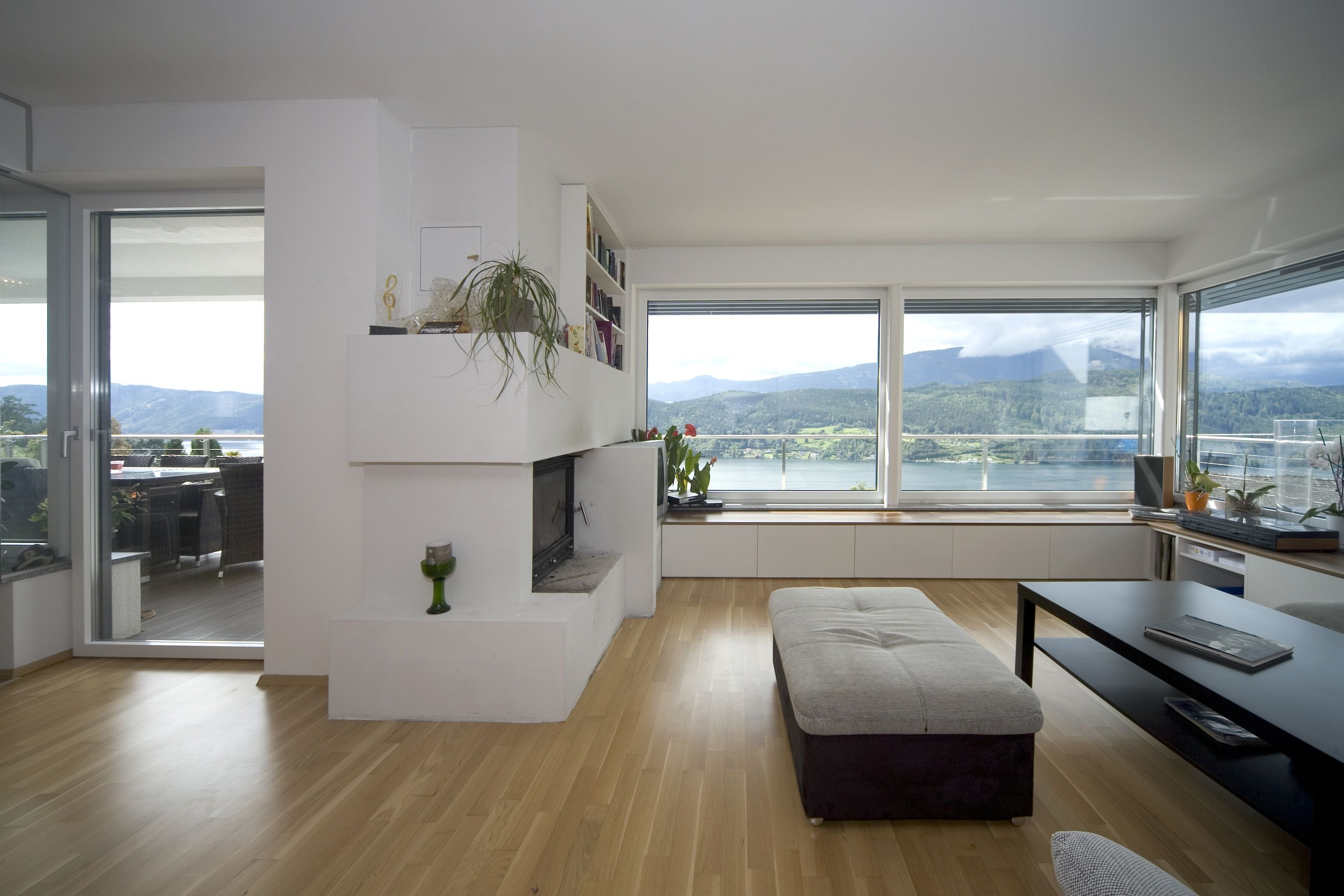 Internorm's windows make your living room spacious. Plastic/Aluminium KF 405 windows. #fenster #interior