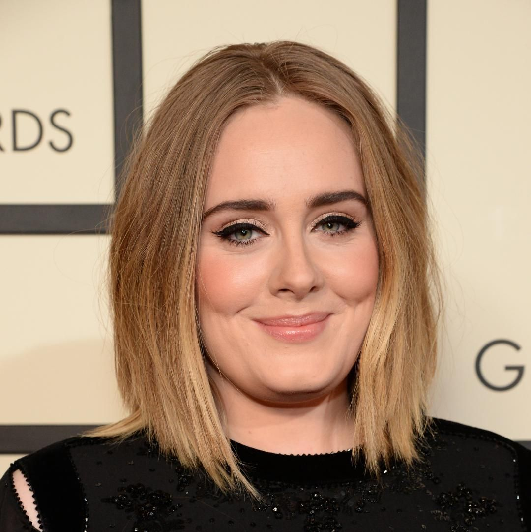 Le    trait d'eye-linerest à Adele, ce que le maxi    chignonétait à Amy. Autrement dit: une véritable «marque de fabrique» dont on piquerai...