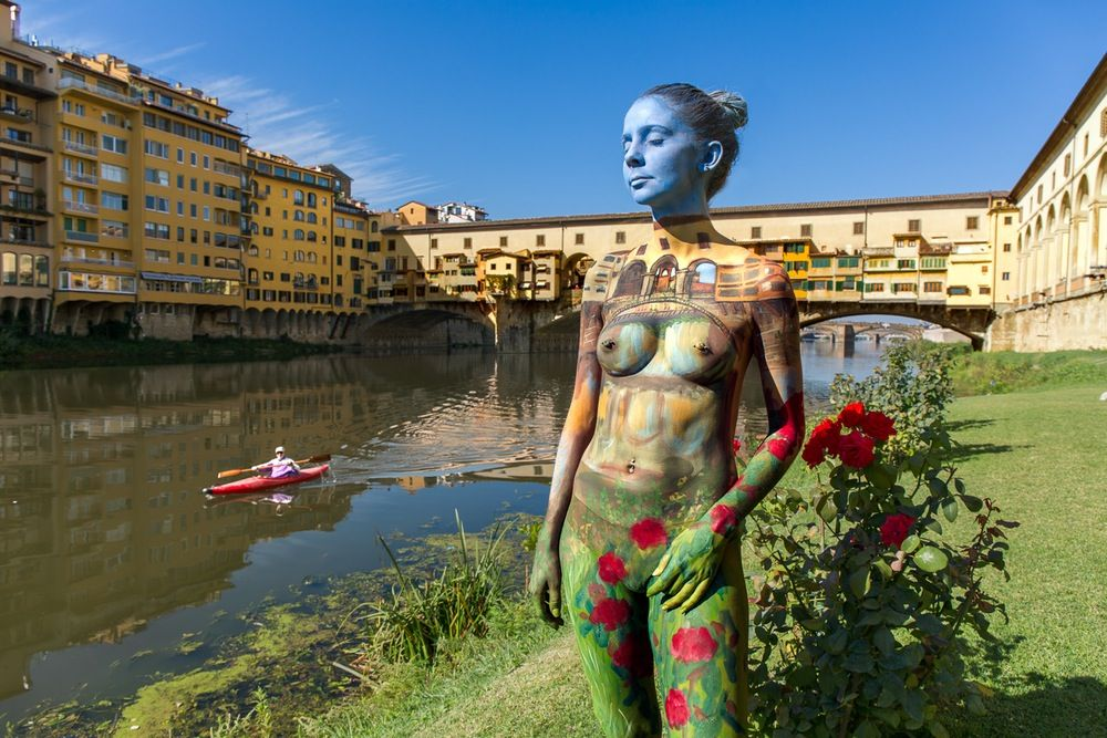 Getting Naked For Art Nude Body Paintings By Trina Merry Joy - Trina merry creates amazing body art illusions ever seen